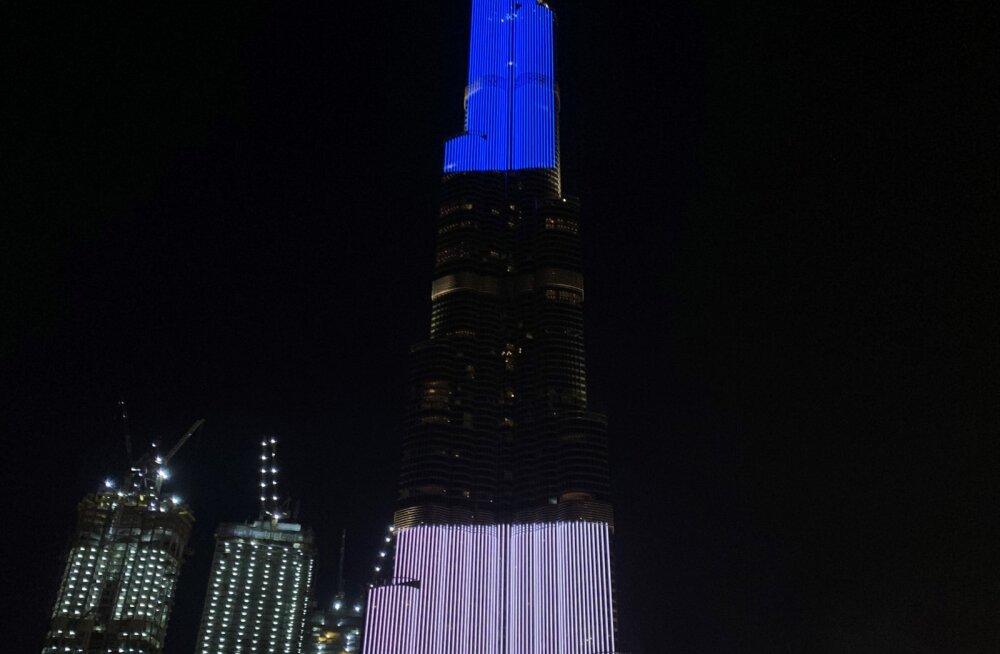 FOTO   Ühendemiraadid tegid Eestile erilise sünnipäevakingituse: maailma kõrgeim hoone värvus sinimustvalgeks!