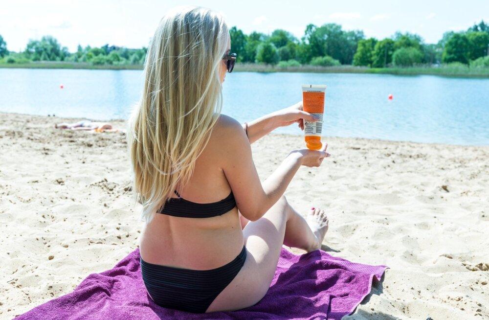 Tartu Ülikooli tudengid leidsid, kuidas vetikatest loodusele kahjutut päikesekreemi toota