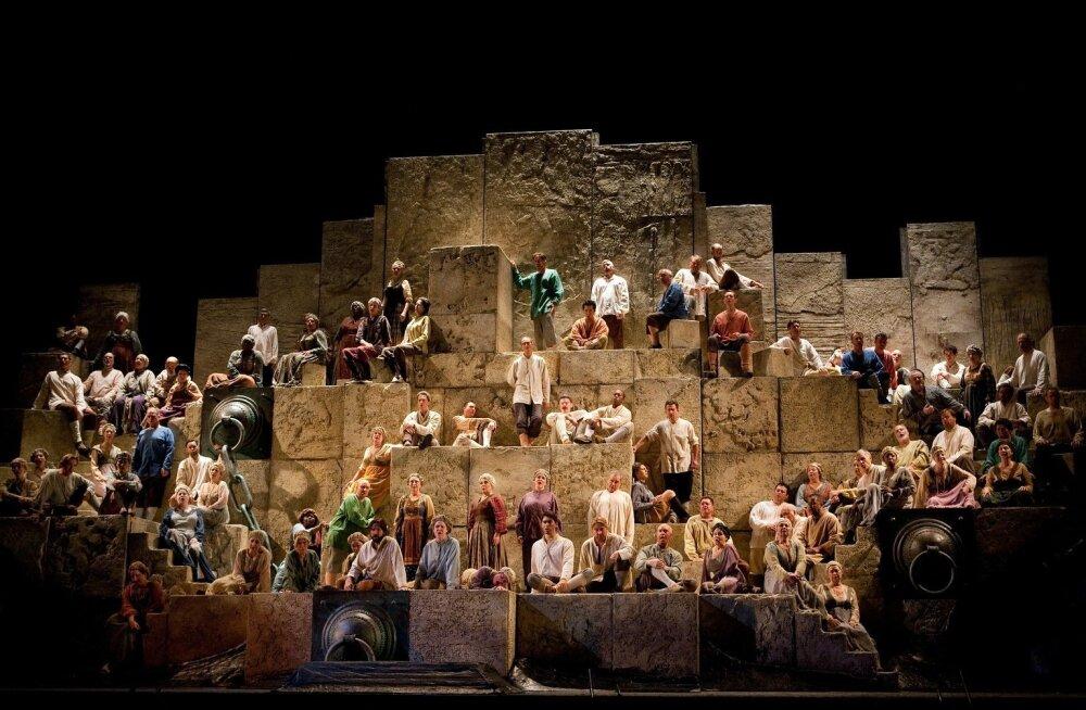 """MET ooperiteatri """"Nabucco"""" lavastus osutus Eestis ülimenukaks"""