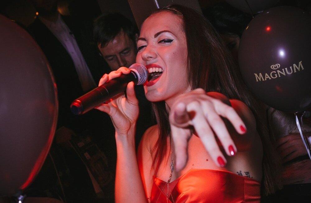 Eva Vaino live Déjà Vu's