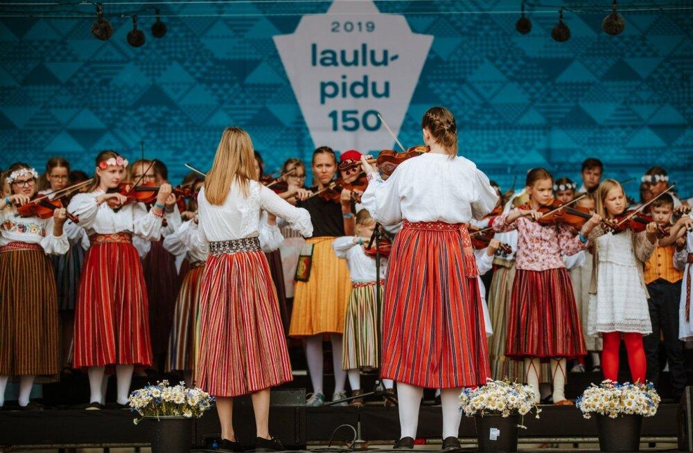 ГЛАВНОЕ ЗА ДЕНЬ: Итоги Праздника песни и танца, подробности пожара в Каламая и снижение алкогольного акциза в Латвии