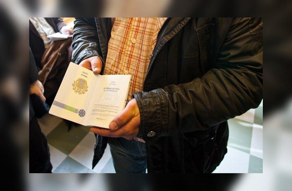 Европарламент повторно призвал решить проблему серопаспортников