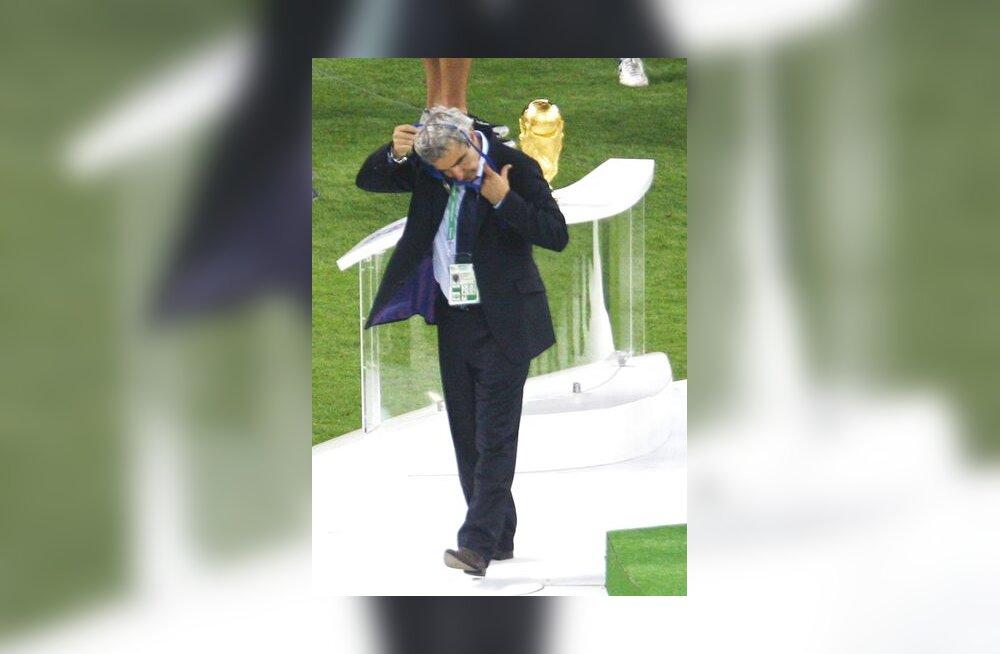 Prantslaste juhendaja Raymond Domenech peale finaalkaotust