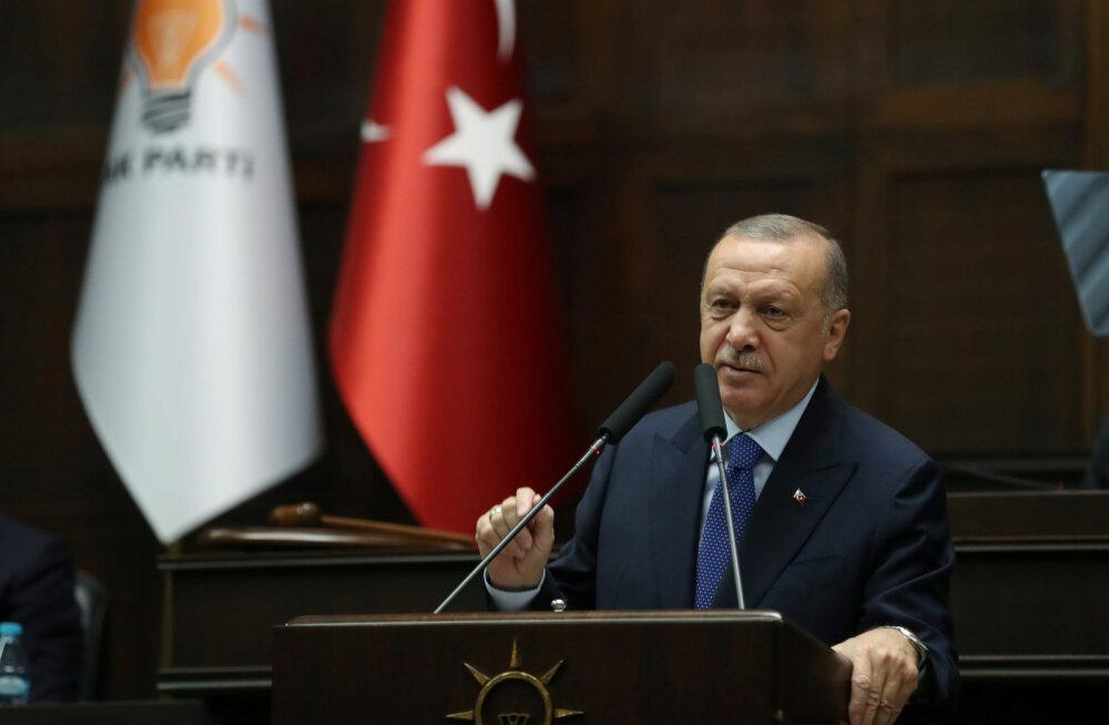 Türgi president Erdoğan nõudis kurdi võitlejate lahkumist Süüria piirialadelt täna õhtuks