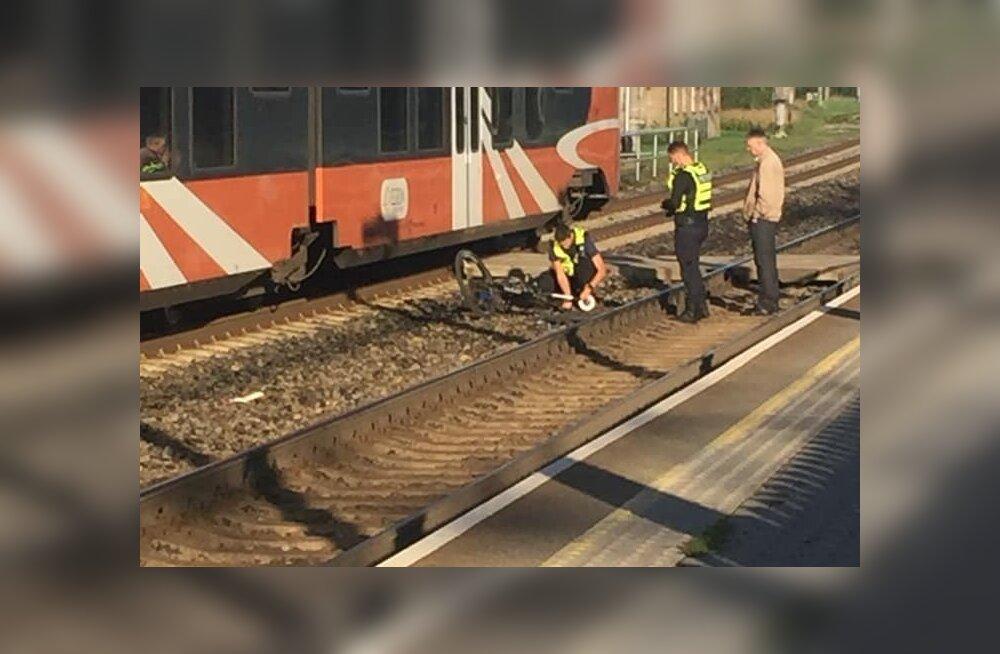ФОТО | Велосипедист попал под поезд в Кехра