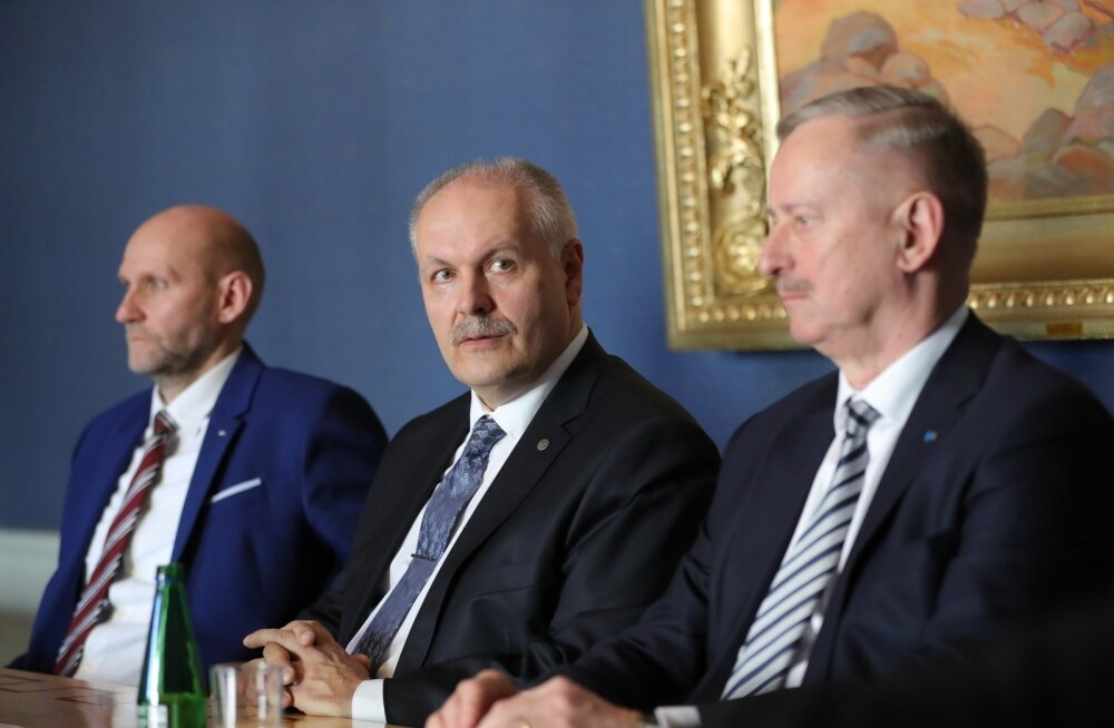 OTSEBLOGI JA -FOTOD | Riigikogu esimeheks sai Henn Põlluaas, aseesimeesteks Helir-Valdor Seeder ja Siim Kallas. Värske juhatus rõhutas pressikonverentsil parlamendi ja demokraatia tähtsust