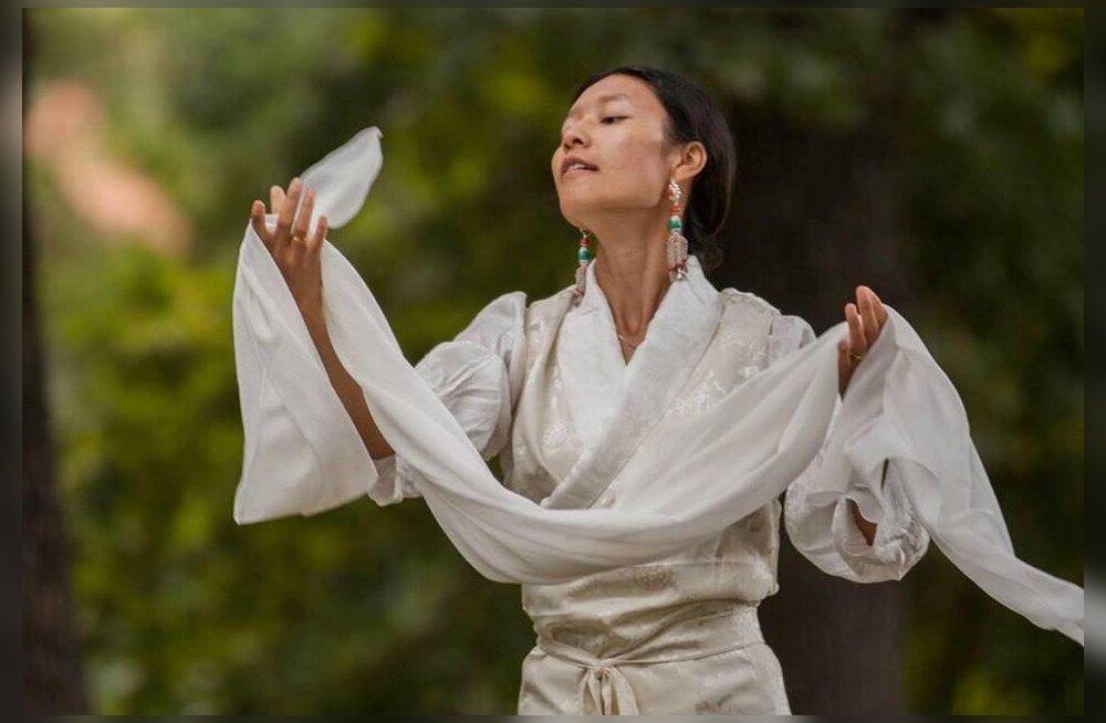 Tiibeti jogiini Drukmo Gyal Dakini mantrakontsert Kadrioru Kunstimuuseumis