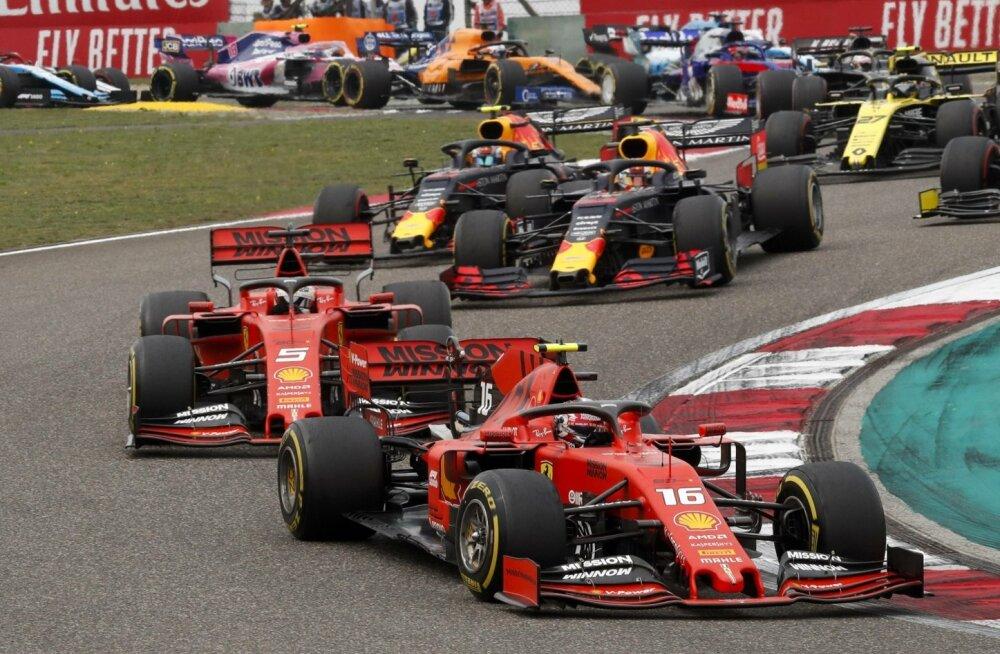 Hiina GP stardisaginast väljus Ferrari uustulnuk Charles Leclerc Sebastian Vetteli ees, kuid hiljem pidi ta kuulsa tiimikaaslase mööda lubama.