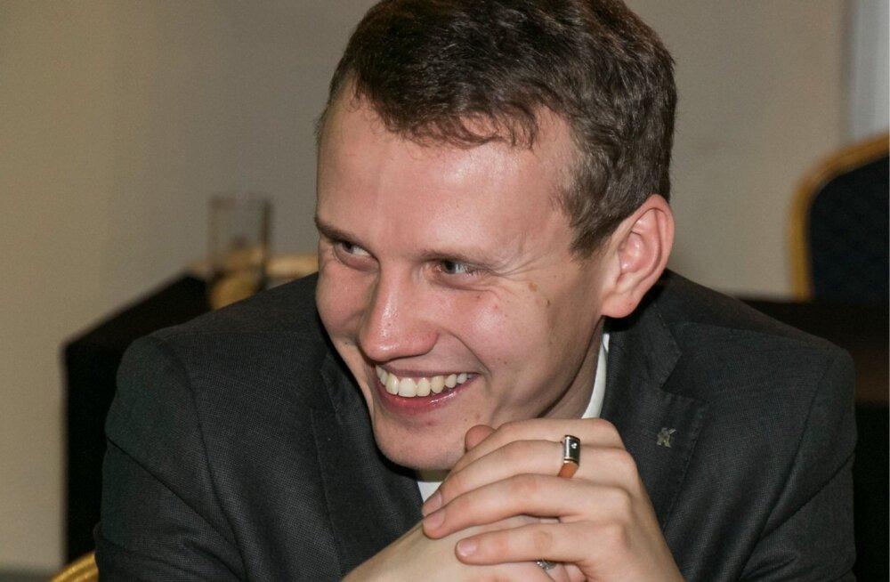 Keskerakonna uusaastapidu, Tallinna Lauluväljaku klaassaalis