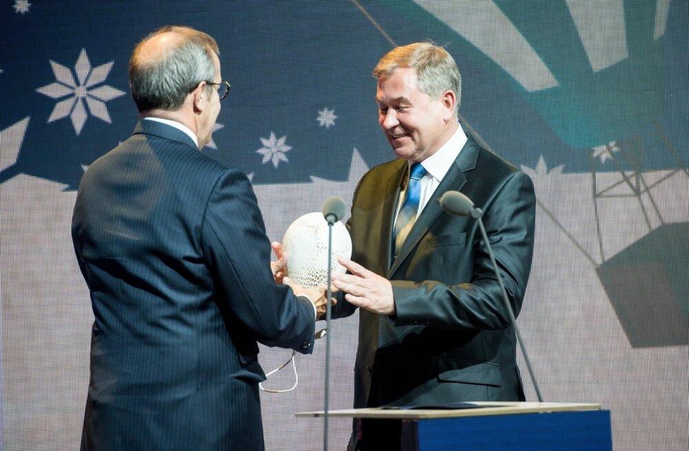 esti Ettevõte 2015 on ehitusettevõte Kodumaja. President Toomas Hendrik Ilveselt võtab auhinna vastuettevõtte juhatuse esimees Lembit Lump.