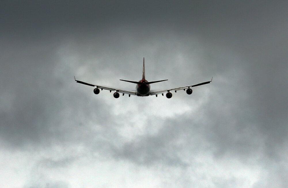 Из летящего над Лондоном самолета выпал труп