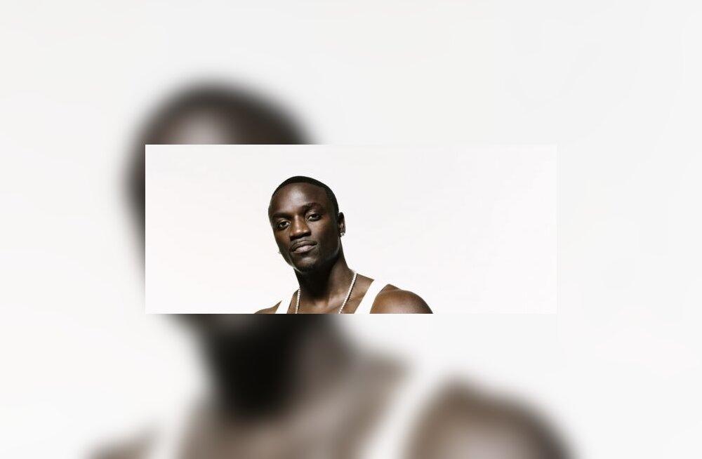 Akoni ja Snoopi topeltshow tuleb <i>live-bändiga</i>