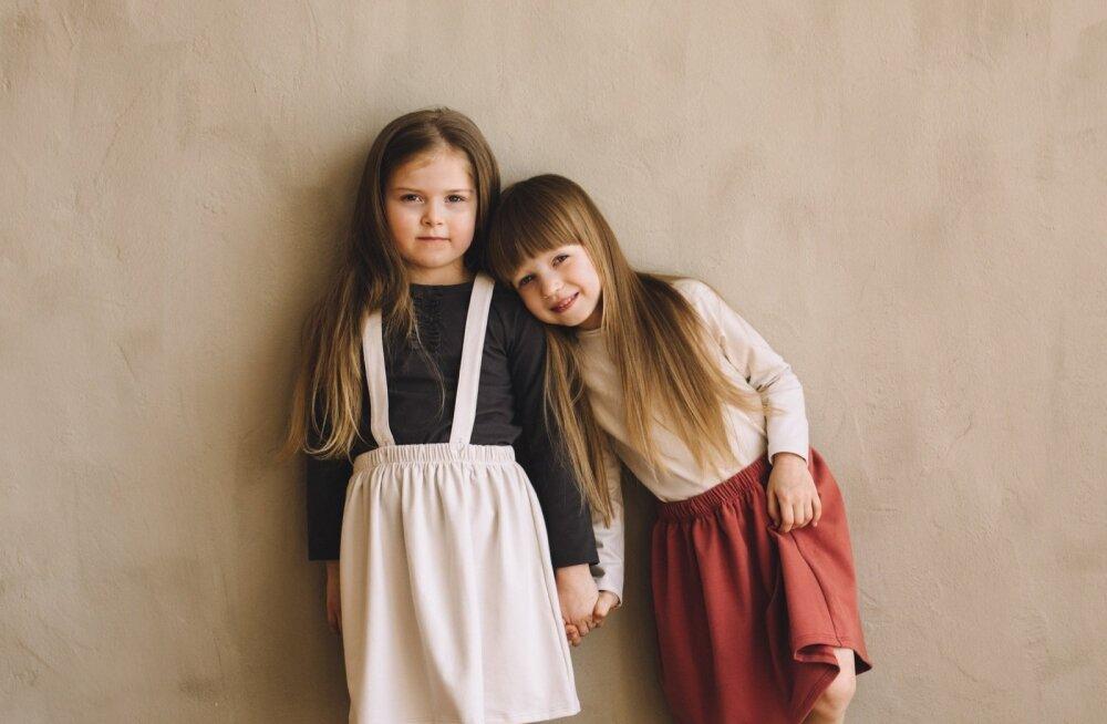 c4c098f75fc Pildil Jana tütar Maria (paremal), kes oli firma esimene modell ja kellel on