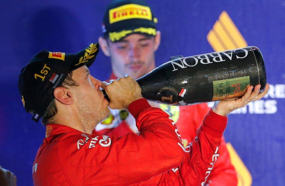 Charles Leclercil polnud tore vaadata, kuidas Sebastian Vettel šampanjat joob.