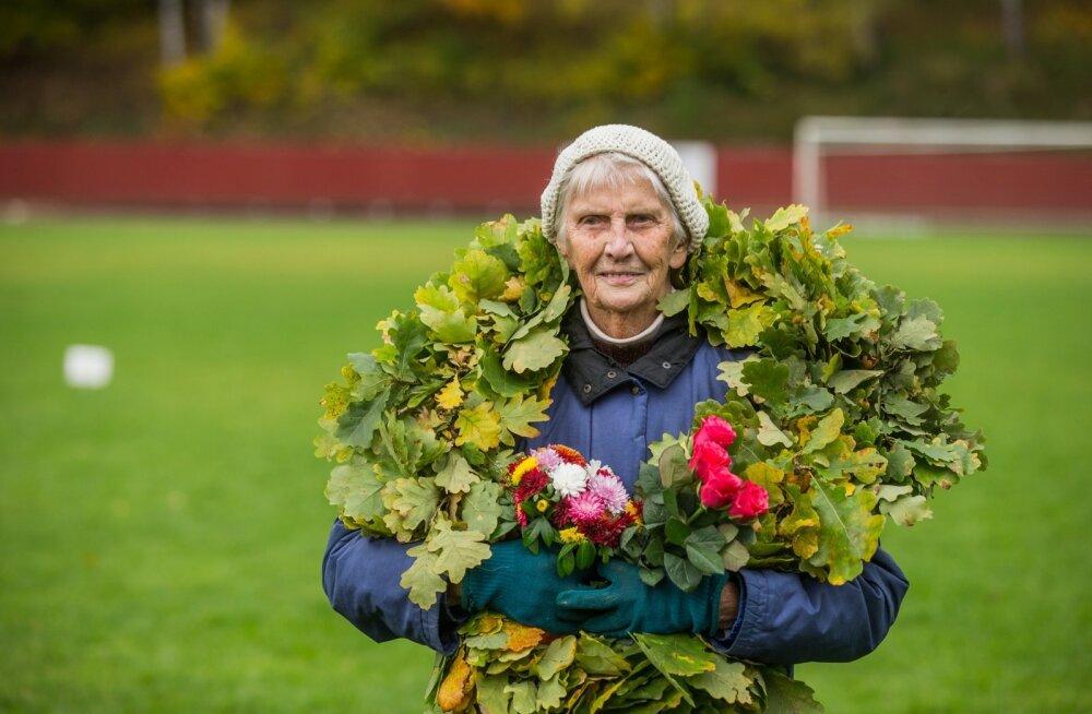 95-aastane Nora Kutti heitevõistlusel 10.10.17