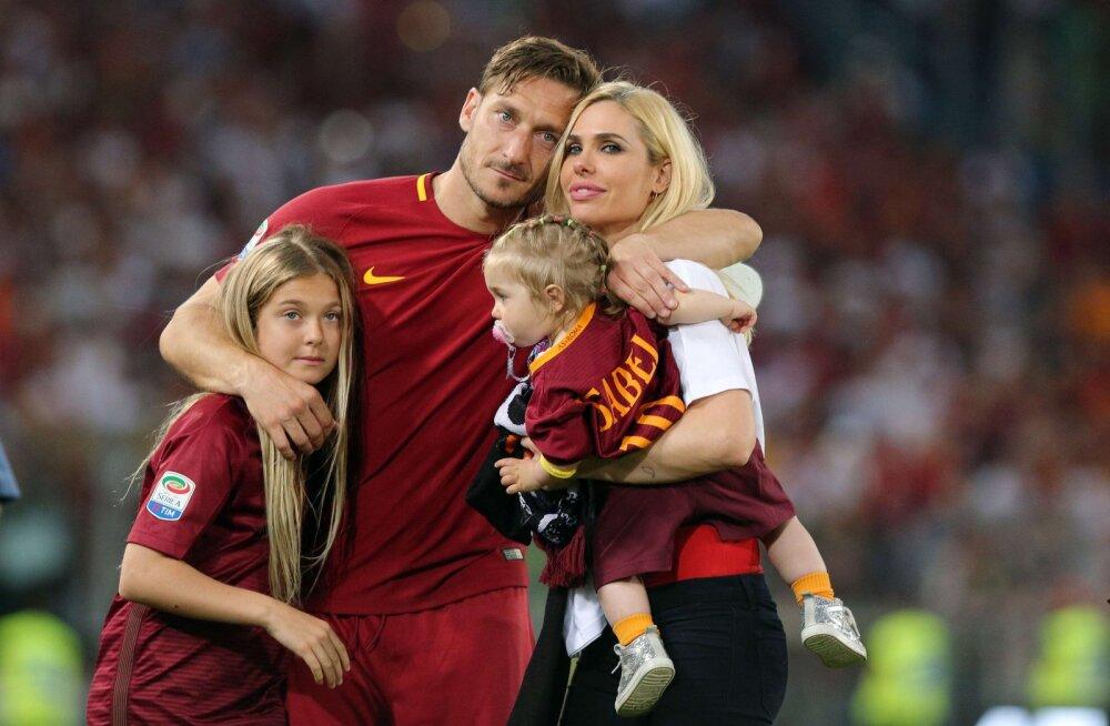 Francesco Totti naise ja lastega