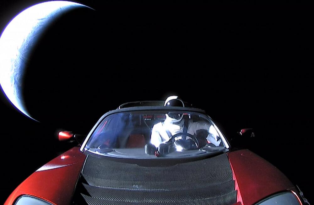 Astrofüüsikud: on 11% suurune šanss, et Muski kosmose-Tesla põrutab Maale otsa