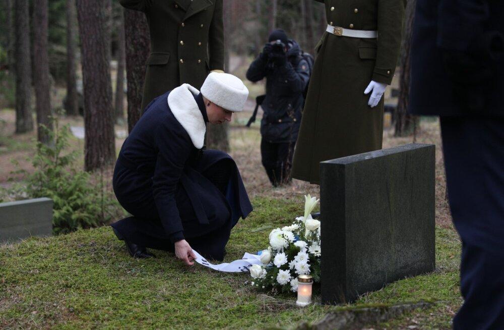 ФОТО: Президент Керсти Кальюлайд почтила память видных государственных деятелей