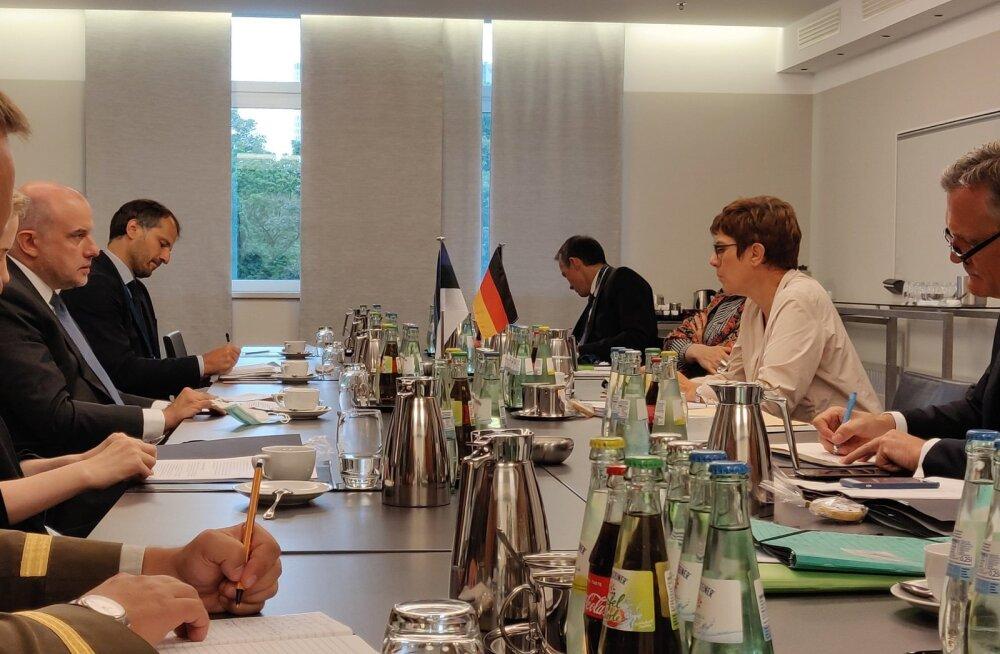 Министр обороны ЭР: ЕС должен четко дать понять, что мы не одобряем вмешательства России в дела Беларуси