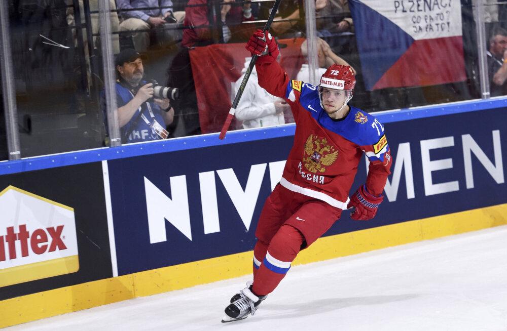 Артемий Панарин празднует гол в составе сборной России
