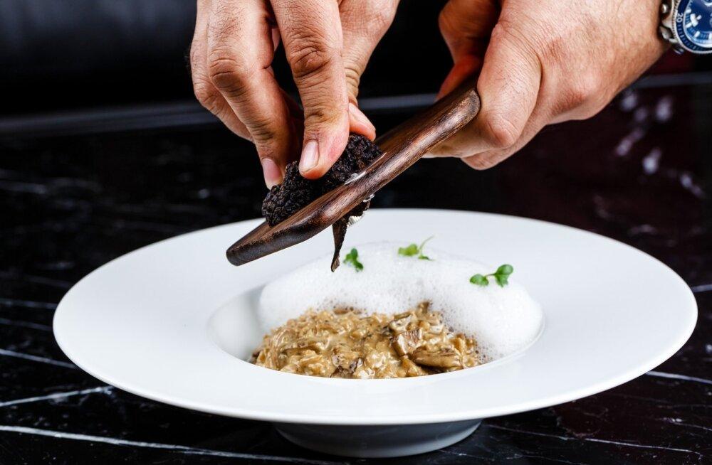 Iga risotot saab täiesti uue maitse, kui sellelel pisut seent peale riivida.