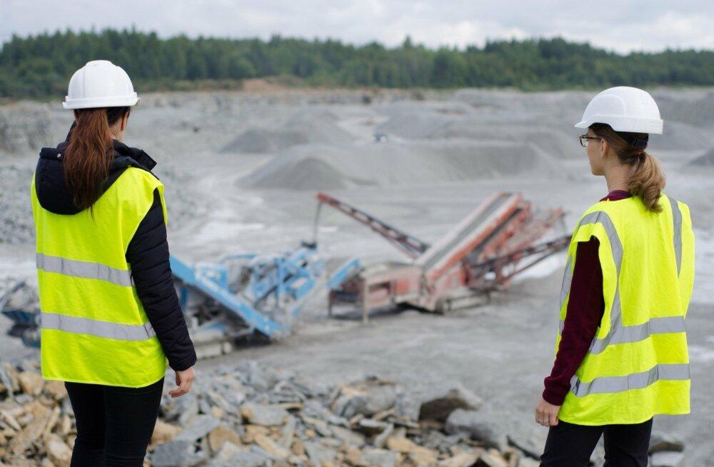 TalTechi geoloogia instituudi tudengid tööpõllul.