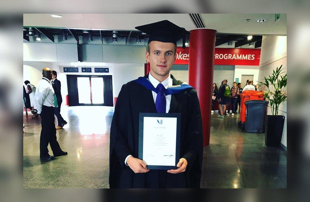 Palju õnne! Superstaarisaate kasvandik Janek Valgepea lõpetas Londonis ülikooli