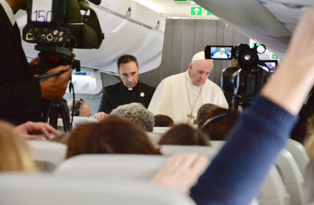 VÄLKVIDEO   Milline oli paavsti pressikonverents teel Tallinnast Rooma ning millest räägiti