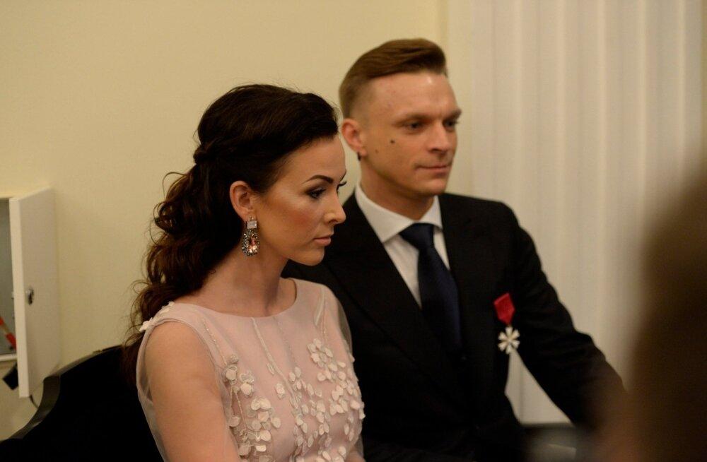 JAHEDUS ÕHUS? Metsamaaga abielus olev Kristel Mardisoo koos Taneliga presidendi vastuvõtul