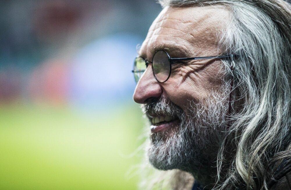 Veerand sajandit on Aivar Pohlak olnud Eesti Jalgpalli Liidu tüüri juures, ja seegi on omalaadne rekord.