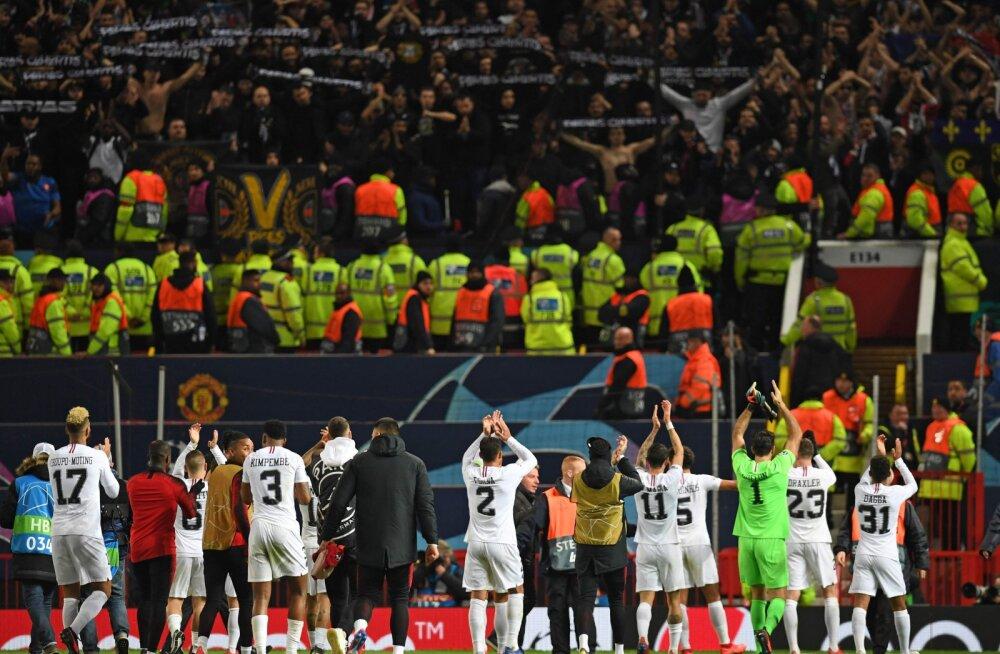 PSG mängijad oma fännide ees