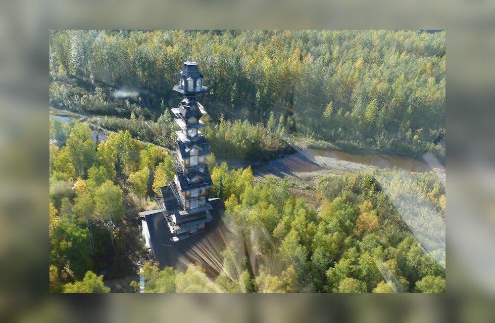 Сказочная башня в лесах Аляски