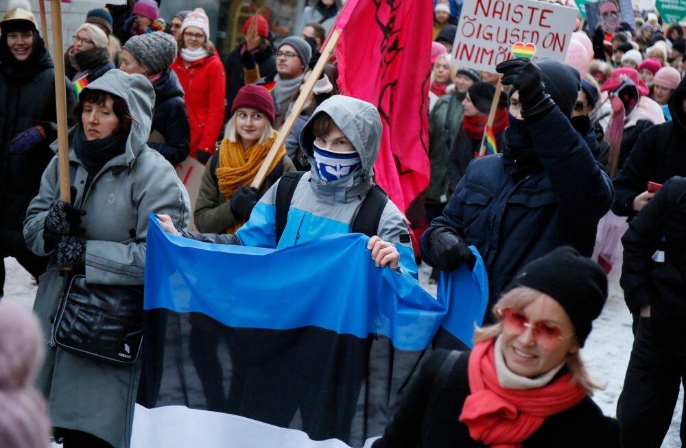 Naiste marsil osales umbes 600 inimest. Korraldajad: jäime väga rahule. Ka poliitikute osavõtt tegi heameelt