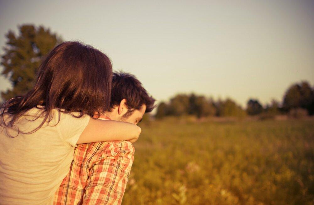 Ühe naise suhte lugu: sebisime ühe mehega, aga siis kolis ta kokku teise naisega. Ja oh üllatust, ta kutsus mu isegi temaga tutvuma!