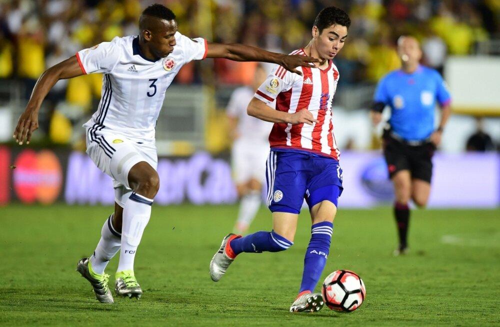 Yerry Mina (vasakul) Kolumbia koondise särgis.