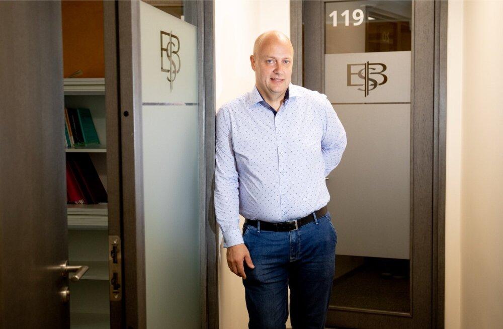 EBS-i kantsler Mart Habakuk ütleb, et varajastes 20-ndates erialade proovimine on õigeim asi, mida teha, sest ees ootab üle 55 aasta aktiivset tööiga. Uus normaalsus on see, et elu jooksul tegutseb inimene neljal-viiel erialal.