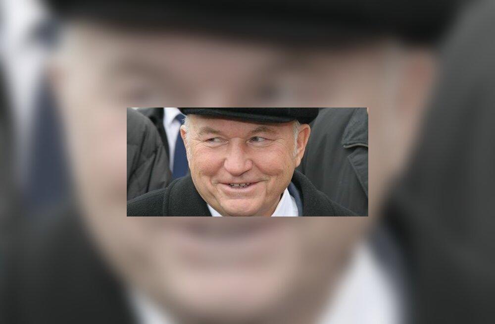 Kreml kangutab Lužkovi abilinnapead süüdistades