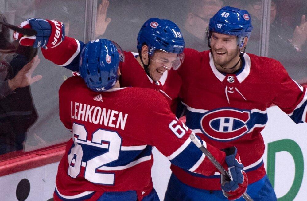 Montreal Canadiensi mängijad väravat tähistamas.