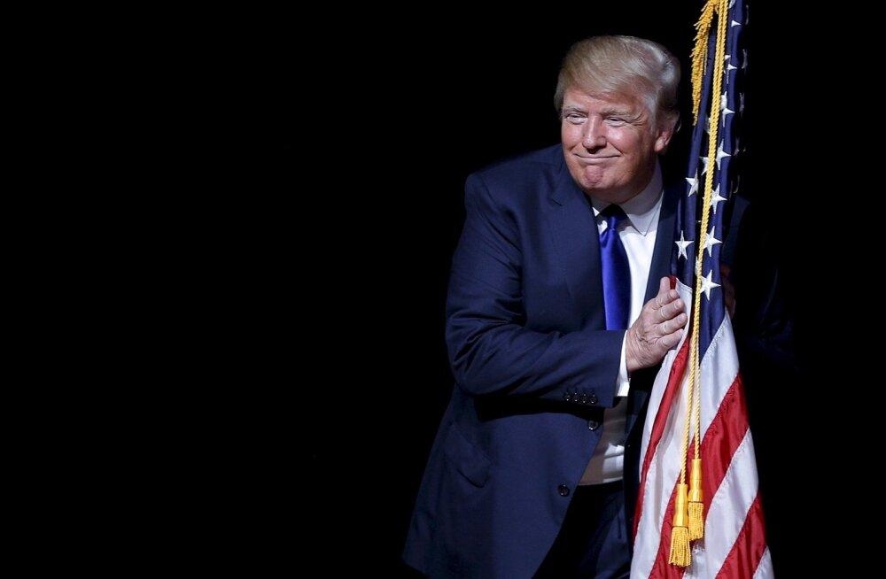 Ajaleht: Venemaa sekkus USA valimistesse, et aidata Trumpi