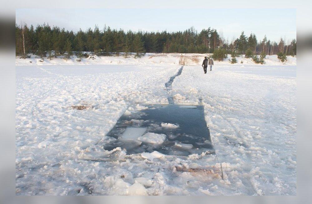 73-летнего пенсионера обворовали, когда он умирал на льду карьера