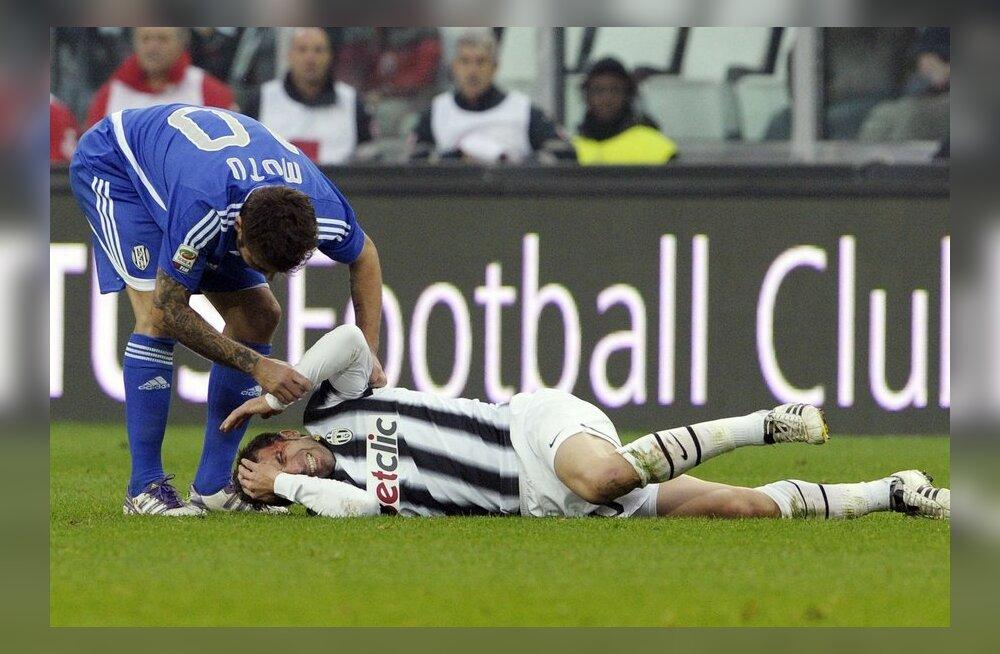VIDEO: Valus! Itaalia jalgpallilegendil Del Pierol löödi pea lõhki