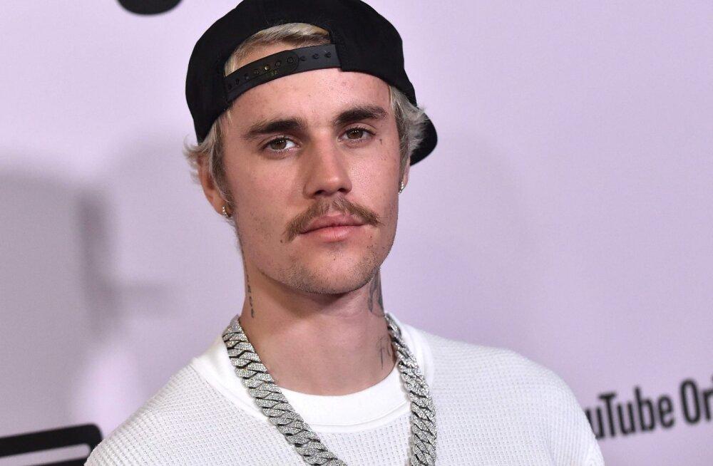 ARMAS KLÕPS | Tätoveeringud on pluusi eest! Justin Bieber naudib koos abikaasaga puhkamist täiel rinnal