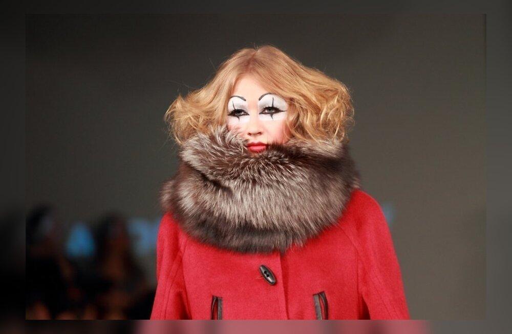 ФОТО: Первая леди Латвии пришла на модный показ соотечественника, но предпочитает Армани