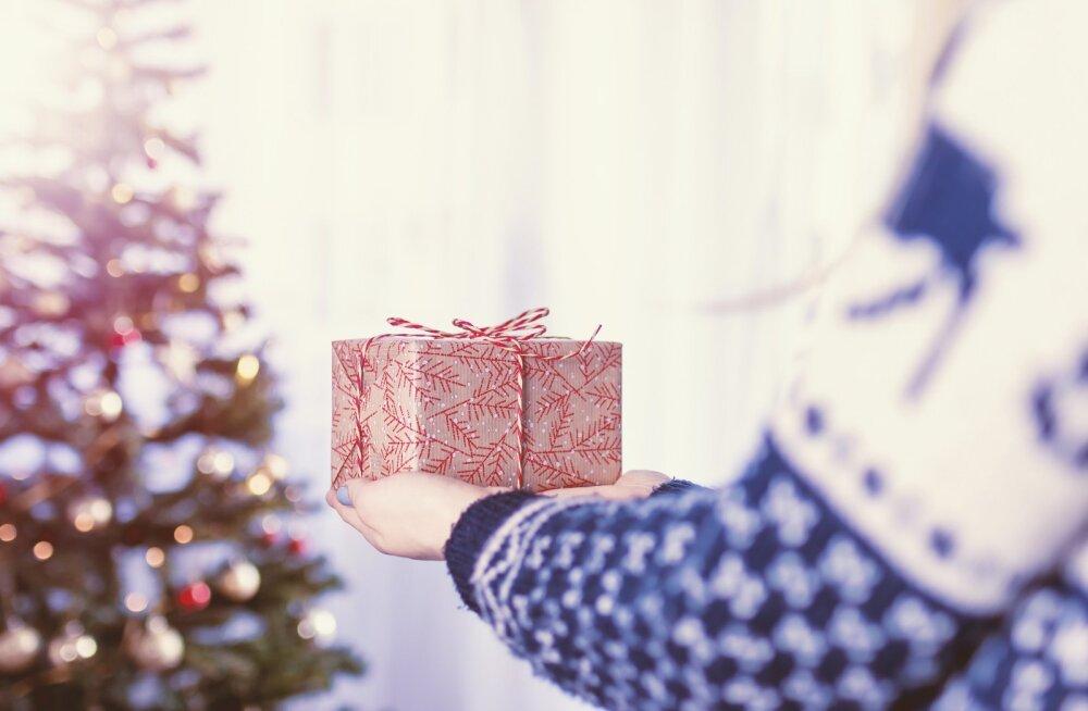 Ahastuses naine: minu mees teeb alati nii nõmedaid kingitusi ja seekord ma vist ei viitsi pettumust varjata