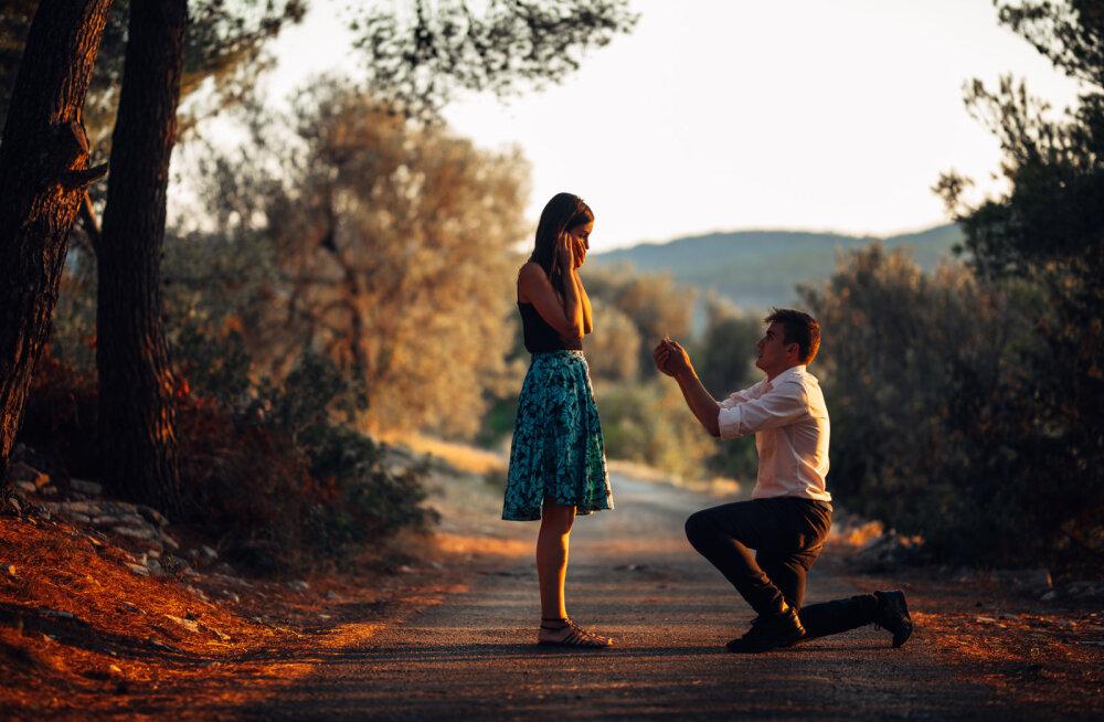Naine, abiellu mehega, kes teeb kõiki neid asju