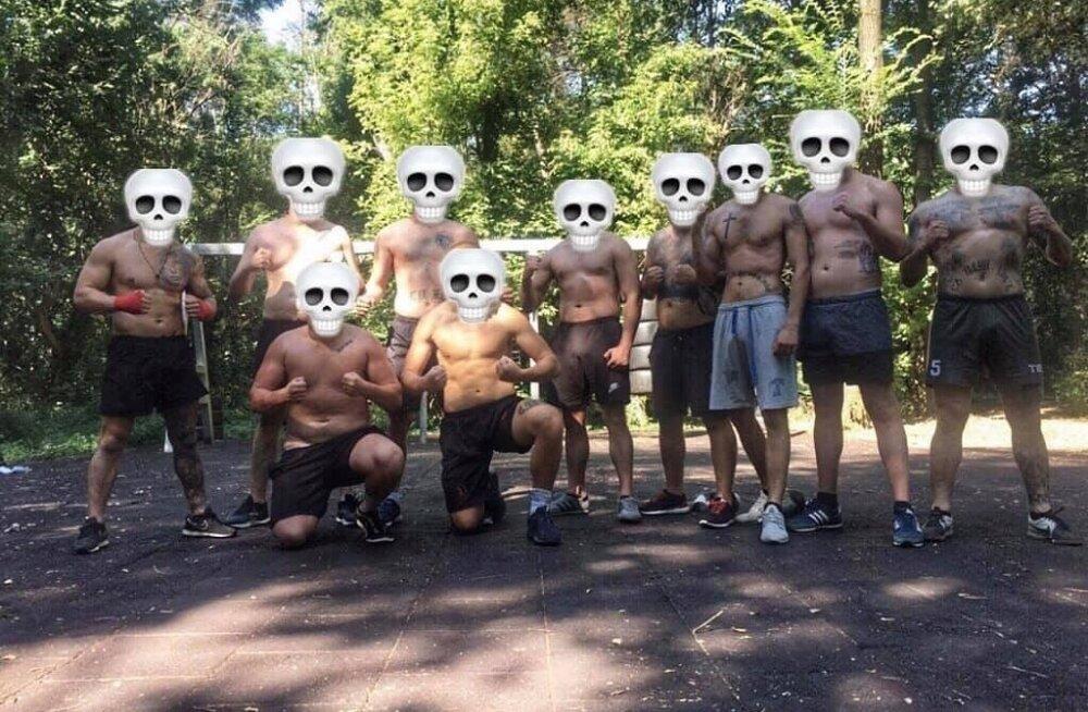 Lauta Army liikmed sotsiaalmeedias poseerimas.