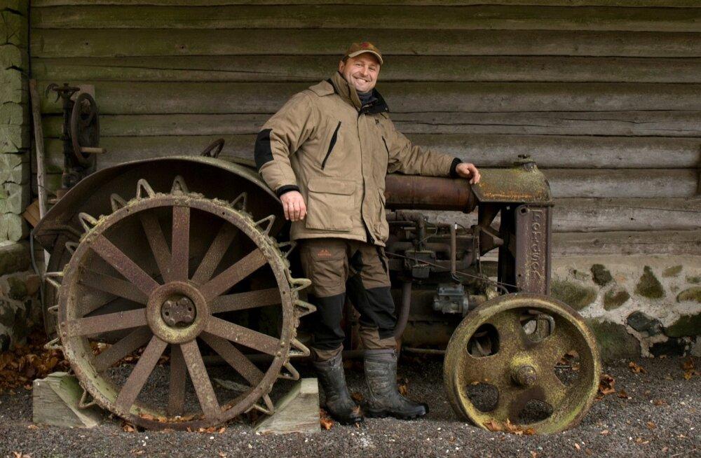 Põhiline mullaharimine käib Jüri Ilvesel ikka künniga, kuigi traktorid on märksa kaasaegsemad.