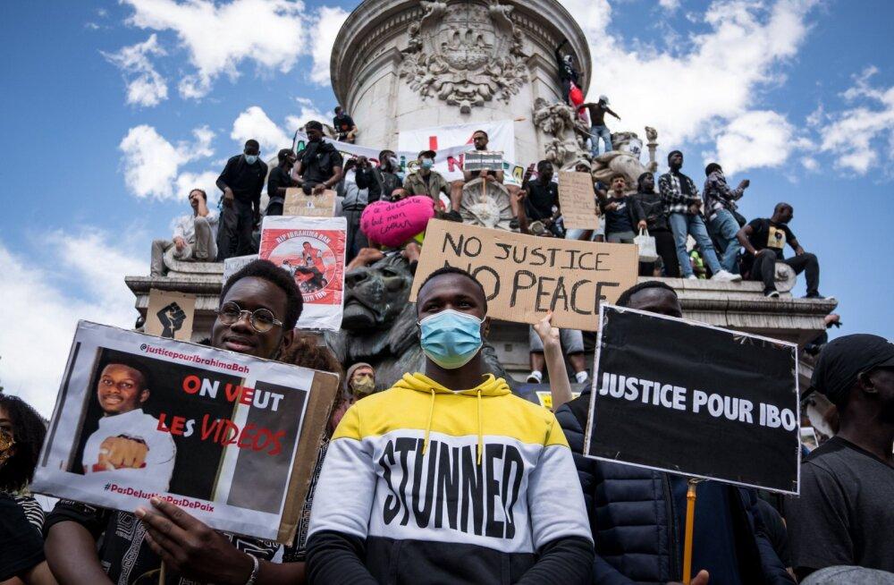Франция не будет убирать памятники на фоне протестов против расизма