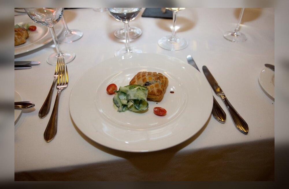 """""""Raekojaplatsi maitsering"""" pakub viie euroga restoranielamust"""