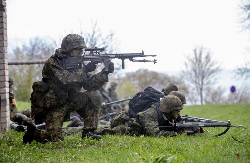 Kuna kaitseväeteenistus kuulub vaid Eesti kodanike kohustuste hulka, on aktiivse kaitsetahte küsimuses erinevus eestlaste ja muust rahvusest elanike hoiakutes ootuspäraselt suurem kui passiivse kaitsetahte puhul.